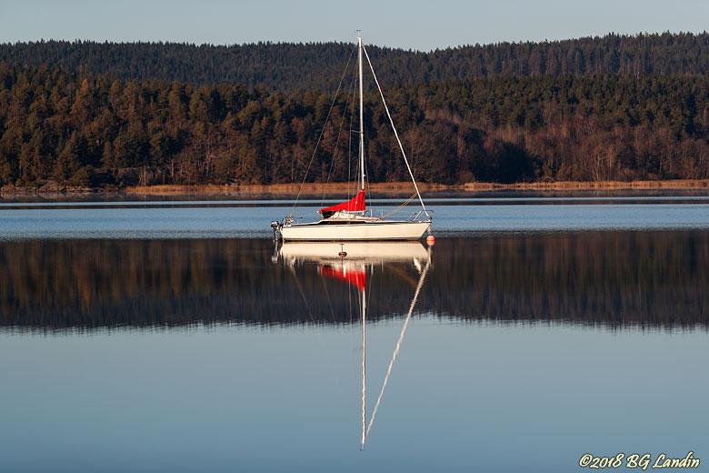 Ensam segelbåt