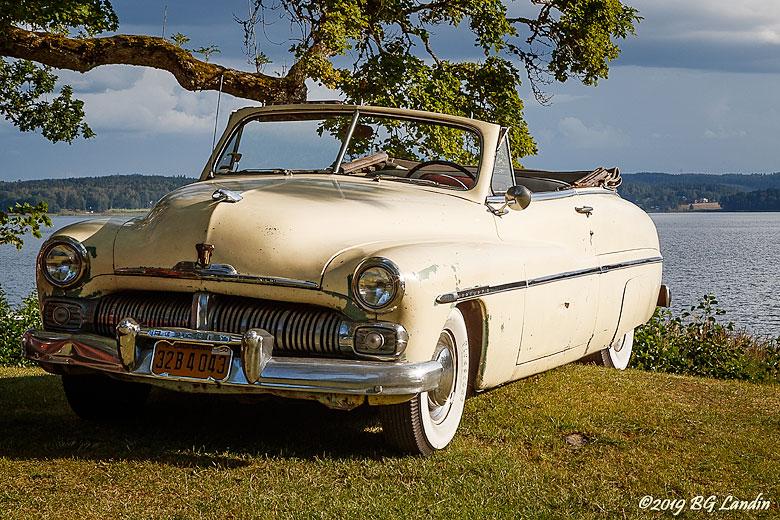 En ljusgul Mercury 8 cabriolet