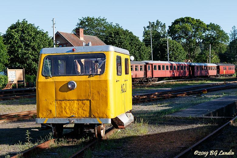En gul motordressin i Anten