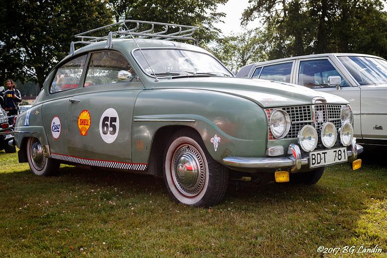 En ljusgrön Saab 96