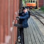 Ung tågpersonal