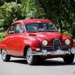En röd Saab Sport