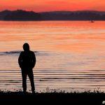 Betraktare i solnedgång