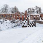 Gräfsnäs slottsruin i vinterskrud