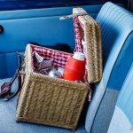 En picknickkorg i framsätet